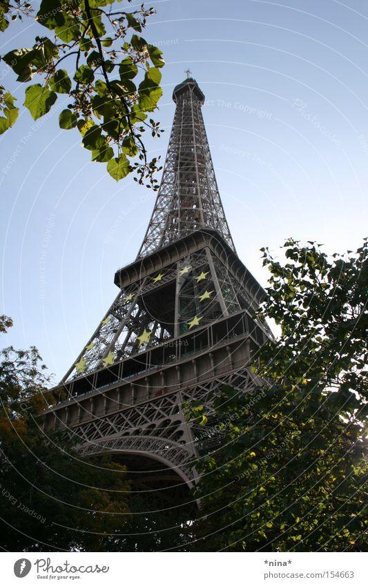 La Tour Eiffel. Tour d'Eiffel Paris Wahrzeichen Seine Denkmal Sonnentag Die Stadt der Liebe Treppe