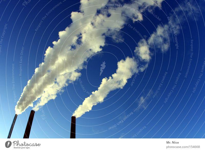 westwind Wasserdampf Fabrik Schornstein Umwelt Umweltverschmutzung Luftverschmutzung Smog Ozonwert 3 Rauch Abgas Feinstaub weiß blau Industrie