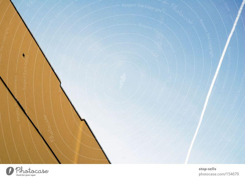 Gelb\Blau/Blau Linie Strukturen & Formen gelb blau Himmel fliegen Ferien & Urlaub & Reisen Fassade Flugzeug Schönes Wetter Buchstaben Luftverkehr V