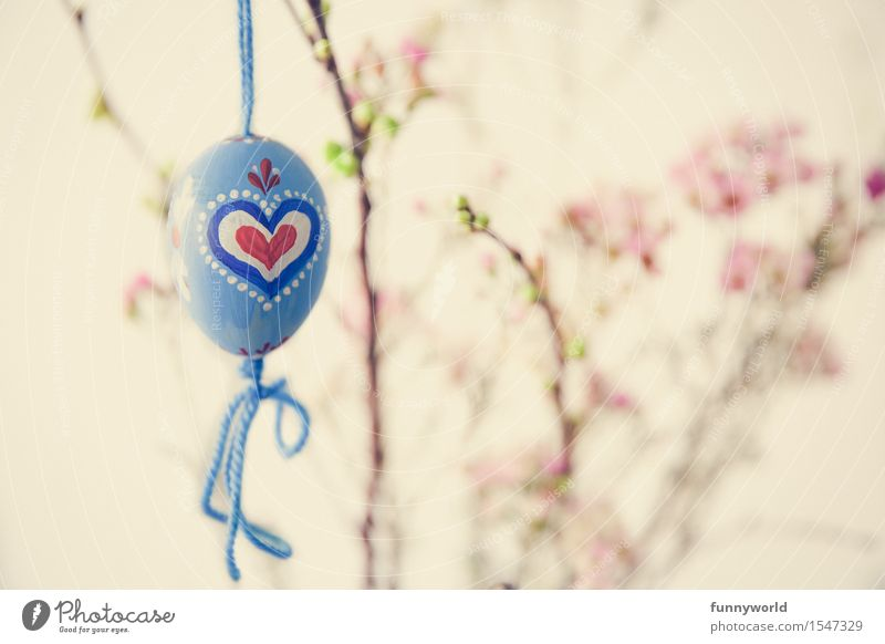 zarteste Ostern hängen Osterei Herz rot blau bayerisch selbstgemacht Basteln Blumenstrauß Schleife Retro-Farben bemalt streichen Farbfoto Menschenleer Tag