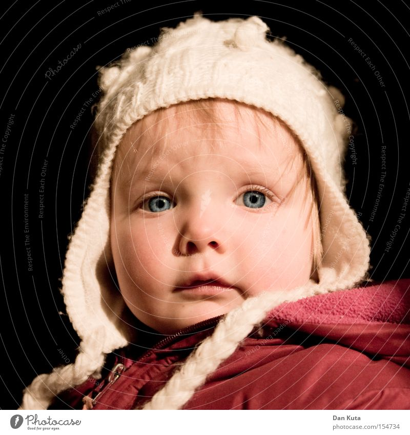 Kleiner Engel Kind Freude Auge Glück Zufriedenheit blond süß Neugier niedlich Kleinkind Wange erstaunt wach interessant