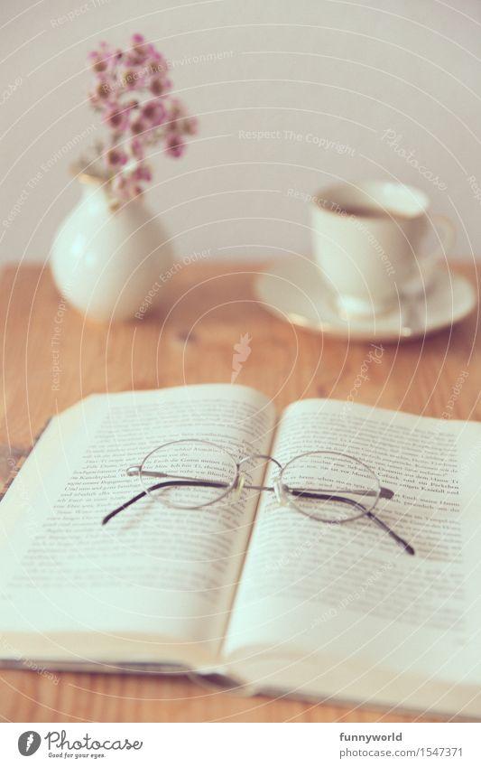 Sonntagsnachmittags Lesegemütlichkeitskaffee Freizeit & Hobby lesen Häusliches Leben Wohnung Dekoration & Verzierung Frühlingsgefühle Buch Kaffee Kaffeetasse
