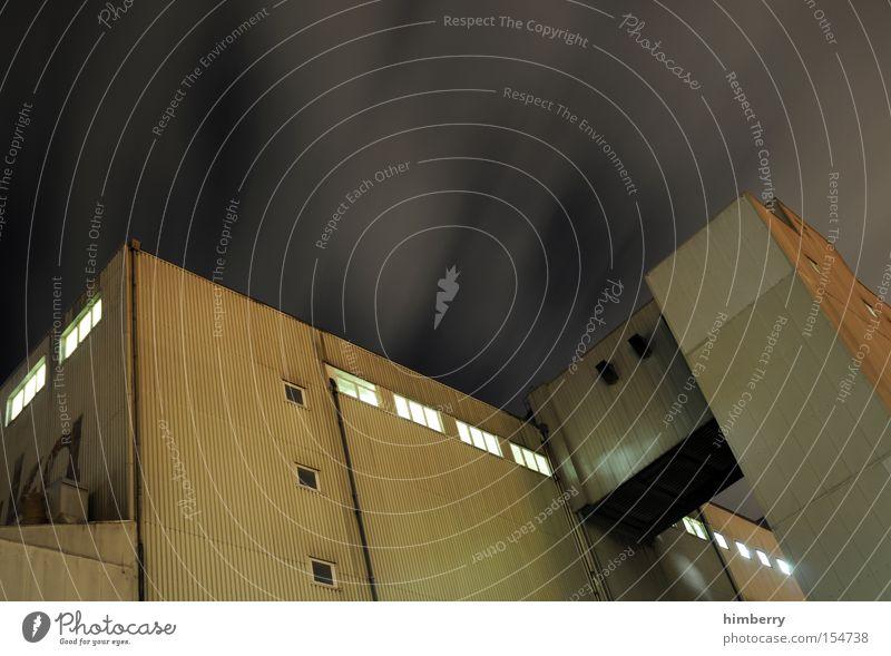 nachtschicht Gebäude Architektur Industrie Industriefotografie Hafen Lagerhalle Gewerbe Schichtarbeit Lichttechnik Industrielandschaft