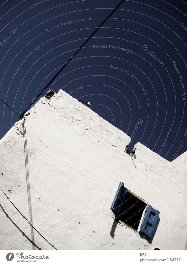 Essaouira Haus Fenster lüften einfach Kabel Elektrizität Armut simpel verdrahtet Fensterladen Marokko Geometrie Architektur Afrika