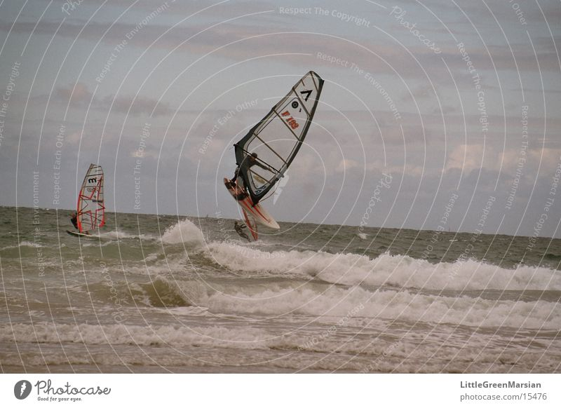 Windsurfer Sport springen Wellen fliegen Segel Surfer