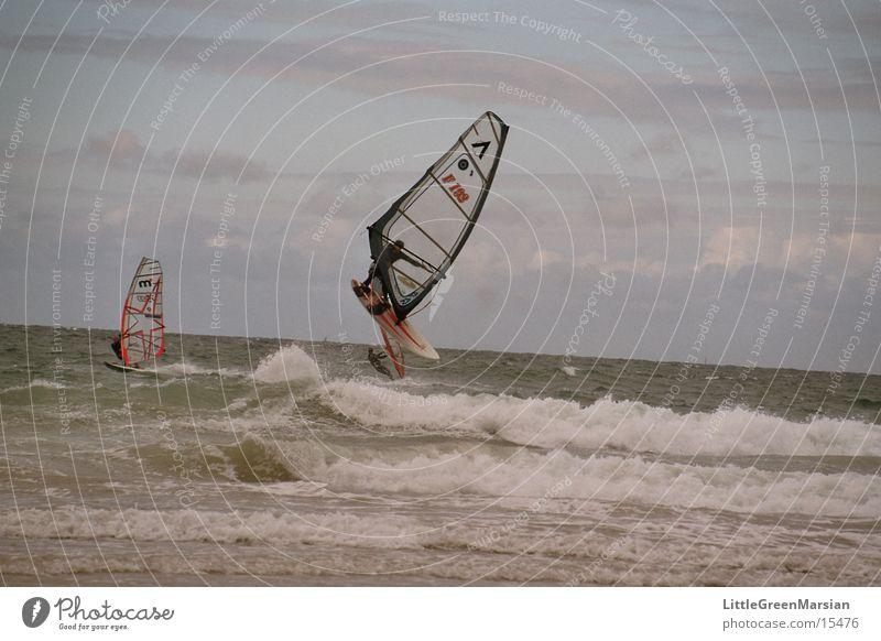 Windsurfer Wellen springen Surfer Sport Segel rauhe see fliegen