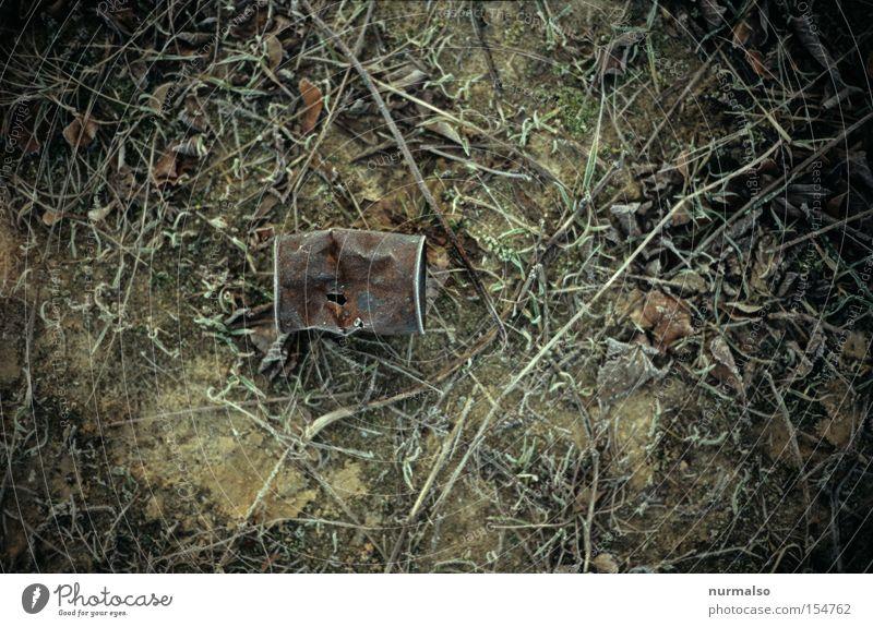 Dose leer alt Landschaft Industrie Frost Boden Müll Vergänglichkeit obskur Verfall Rost Umweltverschmutzung Blech Beule Delikt Konservendose