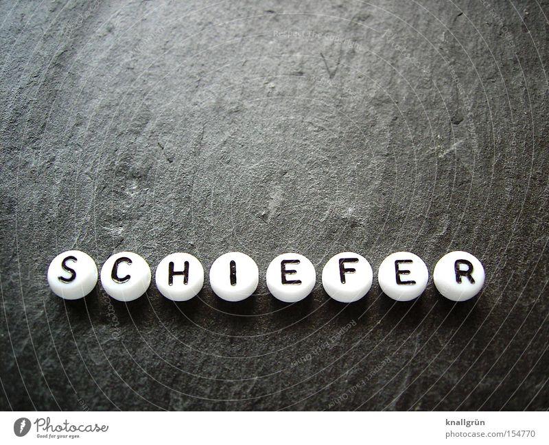 SCHIEFER weiß schwarz grau rund Buchstaben obskur Material Schiefer