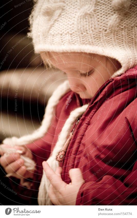 199 – Letzte Kontrollinstanz Kind Kleinkind Blick erstaunt interessant Neugier Freude Wange süß niedlich wach blond Zufriedenheit Glück