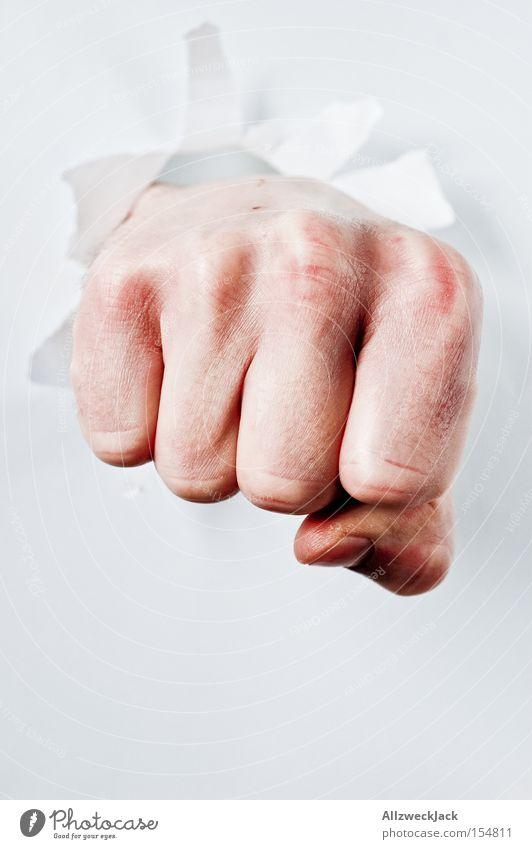 Faust - aber nicht die von Goethe Mann Hand Angst Finger kämpfen Panik schlagen Boxsport Kampfsport Durchbruch Durchschlagskraft durchschlagend