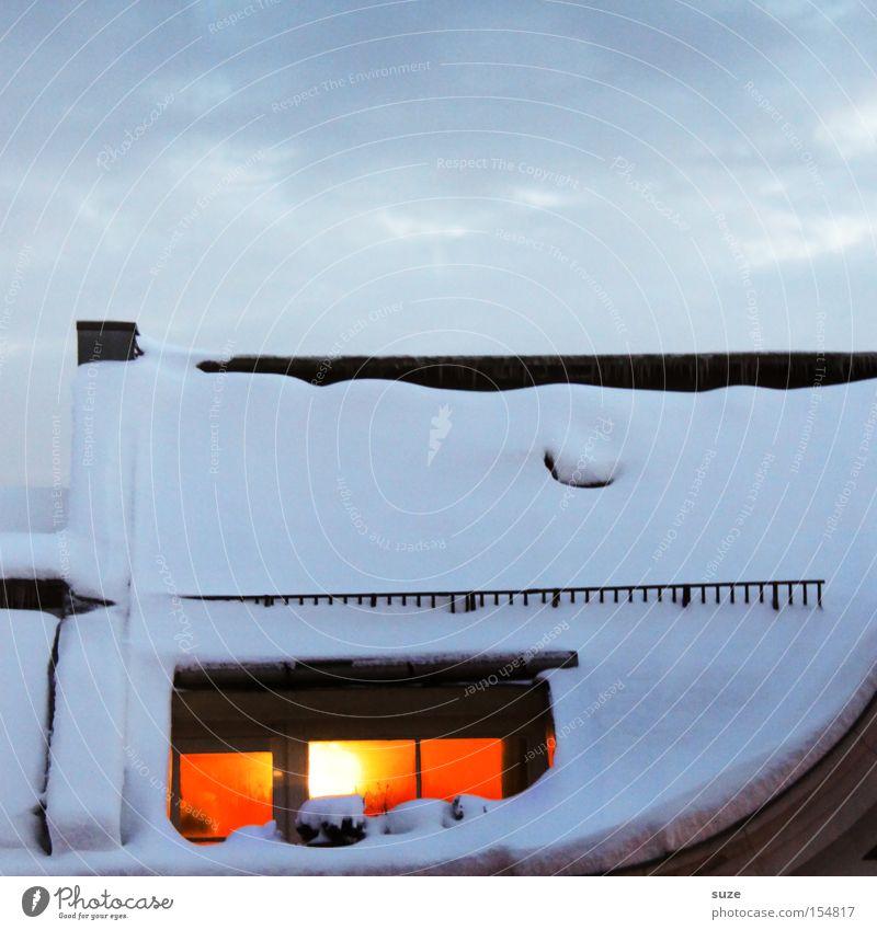 Zuhause Himmel Wolken Haus Winter Fenster kalt Umwelt Wärme Schnee Zufriedenheit Luft Häusliches Leben leuchten Klima Romantik Urelemente