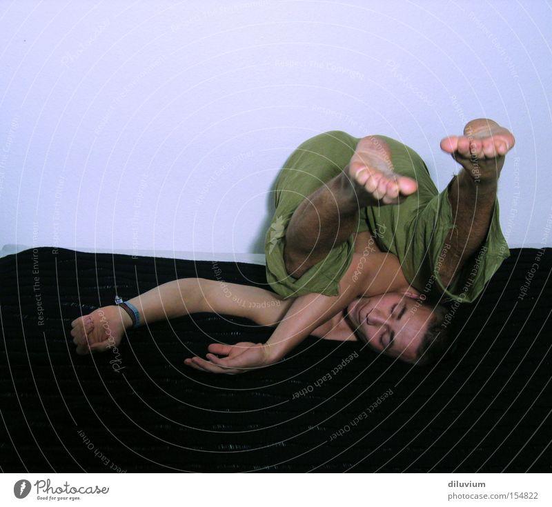 rolleseitwärts Rolle Luft lustig Sport Spielen Fuß Arme Rücken verrenkung Körperhaltung
