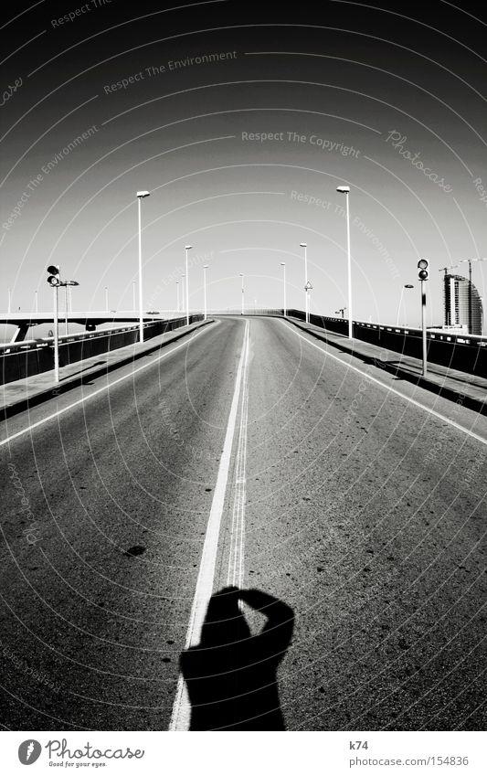 Brücke Ferne Straße oben leer Pause lang Verbindung Verkehrswege tief aufwärts Perspektive stagnierend Fahrbahn Überqueren