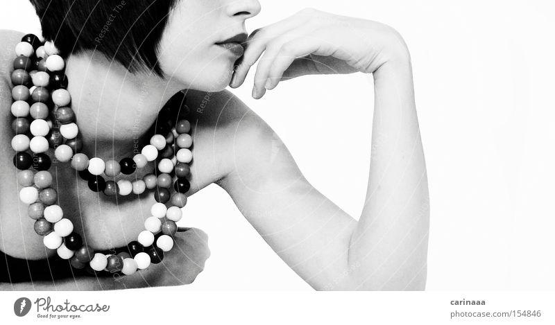 black n white Frau Mensch Hand Arme Kette Perle Schwarzweißfoto Farblosigkeit