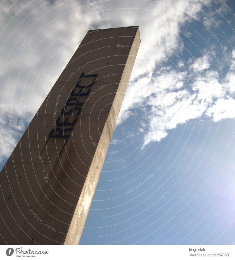 Respect Himmel Wolken Beton Afrika Denkmal Wahrzeichen Säule Museum Respekt Moral Südafrika Johannisburg