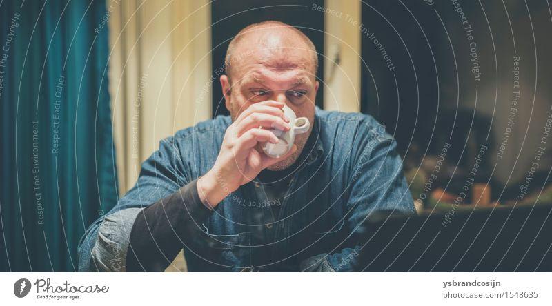 Genähtes Panorama eines Mannes, der Kaffee trinkt Mensch Erholung Erwachsene natürlich Arbeit & Erwerbstätigkeit Büro Aktion Computer lesen Getränk trinken