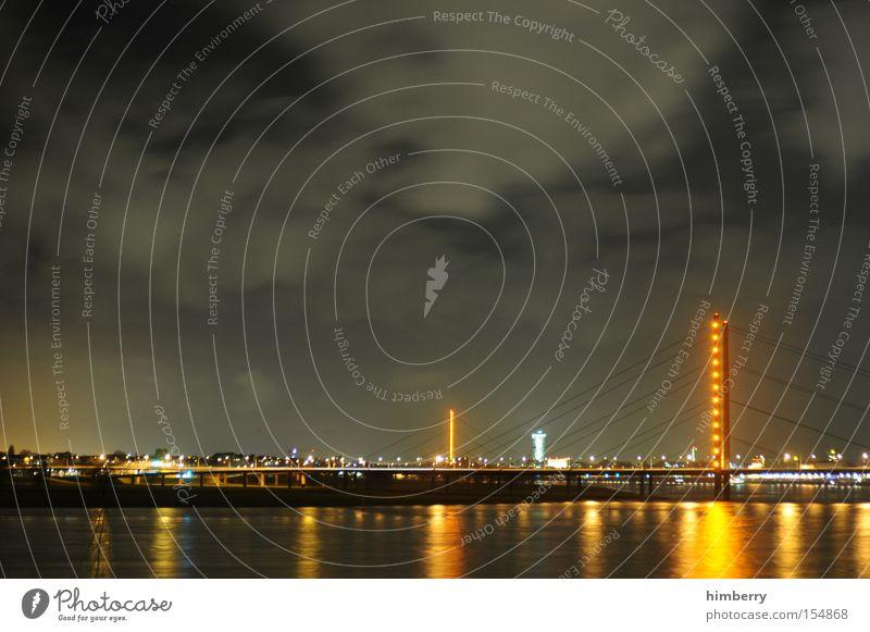 feierabend Stimmung Atmosphäre Düsseldorf Stadt Nacht Nachtleben Fluss Brücke Beleuchtung Reflexion & Spiegelung Verkehr Schichtarbeit Langzeitbelichtung