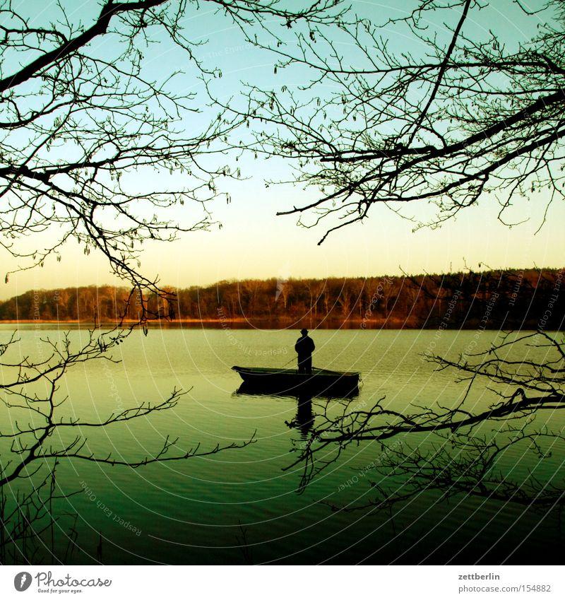 Sacrower See Angelrute Angler Fischer Wasser Wasserfahrzeug Kahn Ast Baum Gewässer Küste Seeufer Flussufer Wald Brandenburg Einsamkeit ruhig Freizeit & Hobby