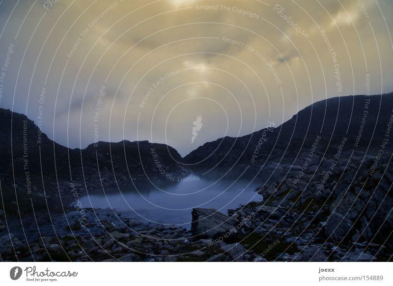 Ich See Wolken Himmel dunkel Berge u. Gebirge Stein Landschaft Teich Bergsteigen steinig Gebirgssee