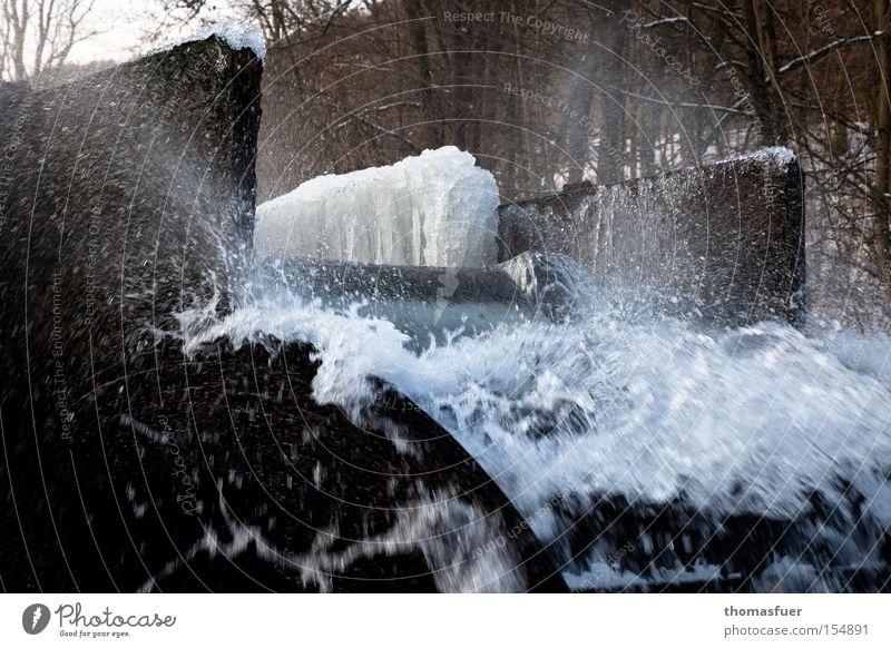 Wasserkraft Winter kalt Eis Industrie Elektrizität Dynamik Erneuerbare Energie Wasserkraftwerk Wasserrad