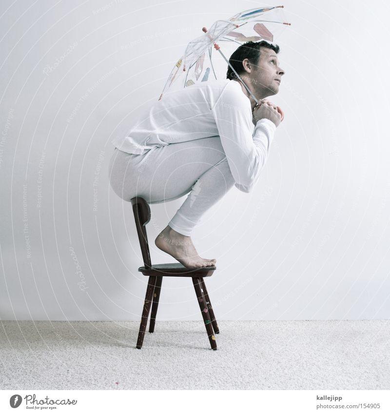 heute regnet es blaue tinte Mensch Mann weiß Regen Angst klein sitzen Stuhl Schutz Sauberkeit Regenschirm Unterwäsche hocken Hochstuhl