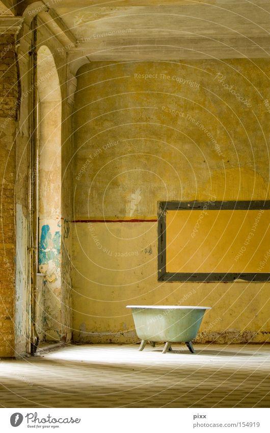 Tempel schön Erholung Wand Raum Wellness Bad Freizeit & Hobby verfallen Lagerhalle Badewanne Sonntag Altbau privat Spa