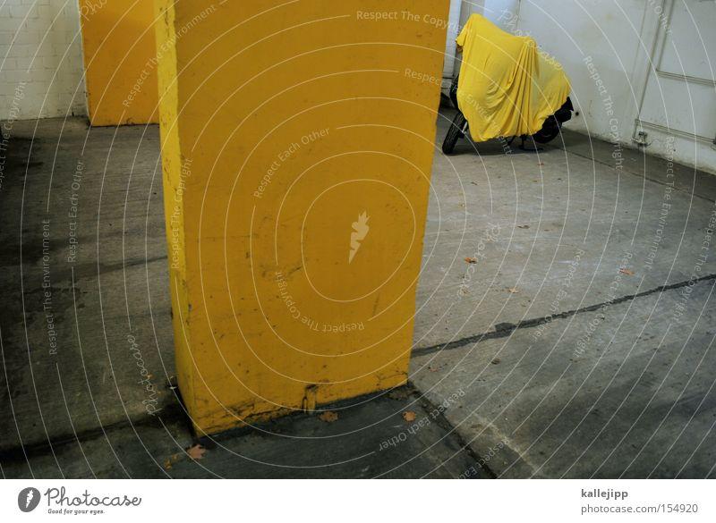 sommerträume Motorrad Kleinmotorrad Güterverkehr & Logistik Schneelandschaft Tuch gelb verdeckt Farbe Farbstoff Klima Parkplatz Parkhaus nachhaltig