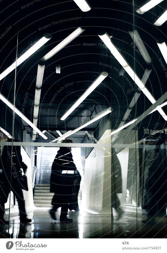 Metro Station Neonlicht Ausgang U-Bahn Paris Métro Haltestelle chaotisch Reflexion & Spiegelung Mensch Bewegung Tunnel unterirdisch Jedi Irritation