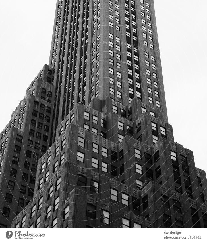 FAMOUS BUILDING Rockefeller Center Hochhaus New York City Fenster Art deco Stadt Schwarzweißfoto Bürogebäude Treppe Amerika Wahrzeichen Kunst modern