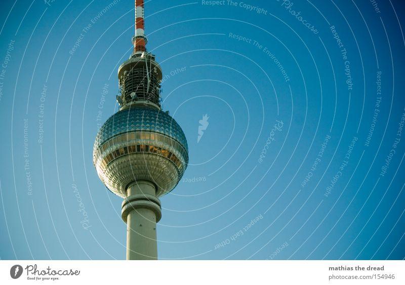 GROßER BRUDER Berliner Fernsehturm Funkturm Alexanderplatz Berlin-Mitte Wahrzeichen hoch Turm Kugel mystisch blau schön Idylle Himmel Silhouette Denkmal