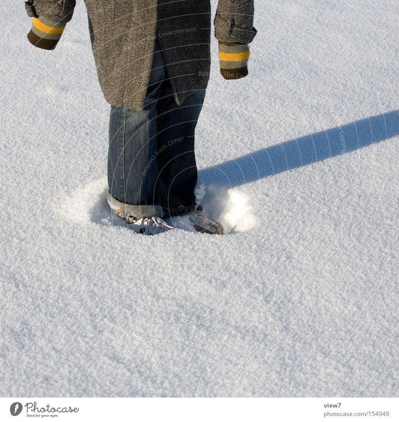 Im Schnee stehen Winter Oberfläche Schatten Kreis Ring Stoff Schneeflocke Schuhe rund Freude