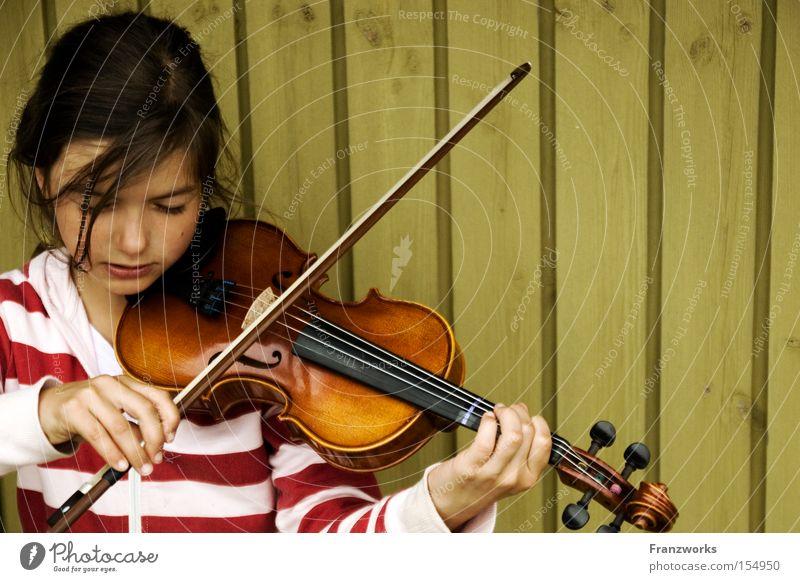 Kontrabass. Geige Streichinstrumente Geigenbogen Musik Klassik Mädchen musizieren üben Bildung Konzert Seite Musikinstrument Musiknoten Muster