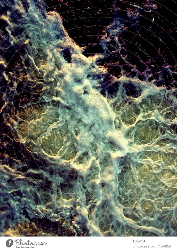 Fotonummer 106227 Natur Wasser Meer Umwelt träumen Wellen Angst Urelemente bedrohlich Gemälde Konzentration Fett Surrealismus Klimawandel Schaum Aggression