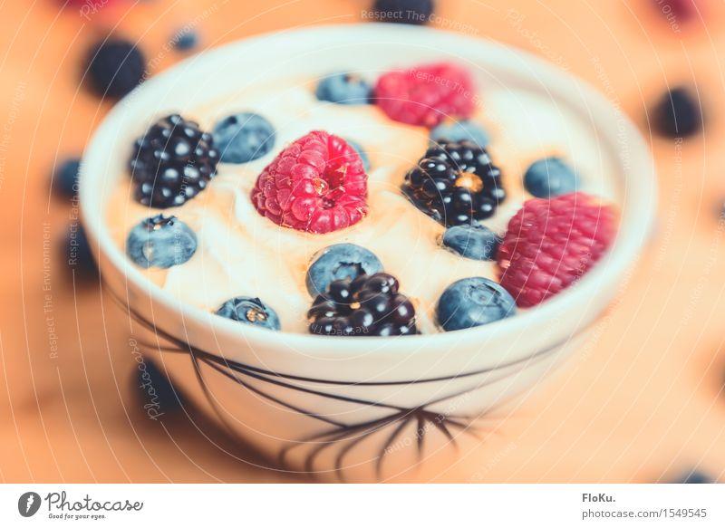 Quarspeise mit Früchten Lebensmittel Joghurt Milcherzeugnisse Frucht Dessert Ernährung Frühstück Bioprodukte Vegetarische Ernährung Diät frisch Gesundheit