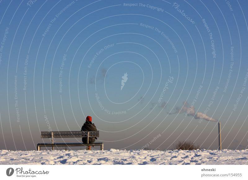Weitblick III (mit Schornstein) Aussicht Horizont Bank Rauch Abgas Industrie Schnee Himmel blau Frau Einsamkeit Sehnsucht Winter Abraumhalden