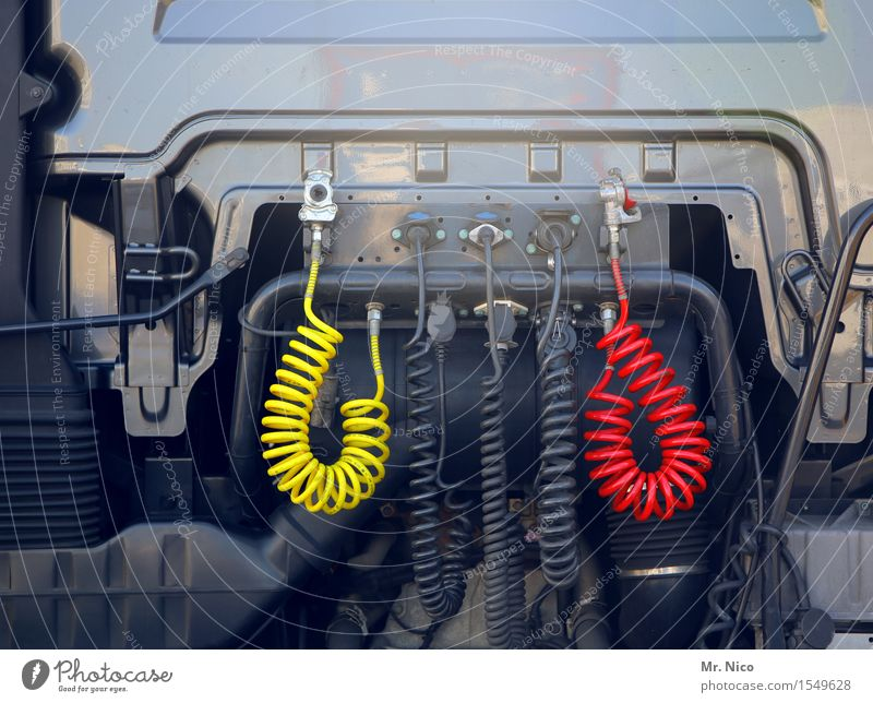 vorsicht , dicke luft Arbeit & Erwerbstätigkeit Güterverkehr & Logistik Lastwagen gelb rot schwarz Verkehr Technik & Technologie Führerhaus Bremse Druckluft
