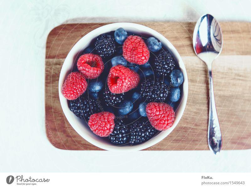 Beeren-Hunger Lebensmittel Frucht Ernährung Frühstück Bioprodukte Vegetarische Ernährung Diät Schalen & Schüsseln Löffel Holz frisch Gesundheit lecker süß blau