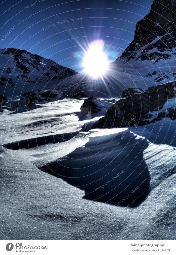 Licht und Schatten Sonne Gegenlicht Berge u. Gebirge Schnee Winter Tiefschnee Gipfel Winterurlaub Sonnenuntergang