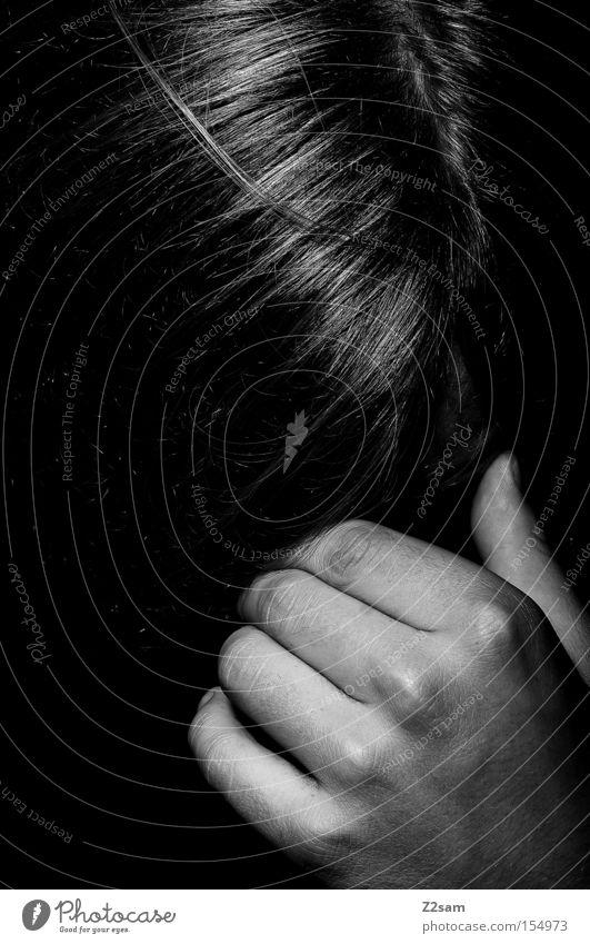 KRAFTLOS Mensch Mann Hand Kopf Haare & Frisuren Denken glänzend Trauer festhalten verstecken Verzweiflung flau klassisch stur