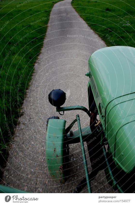 Lieblings Traktor grün Straße Wege & Pfade Traktorrad Oldtimer Asphalt Geschwindigkeit Motor Reifen grau Gras Industrie Motorsport Fahrerperspektive
