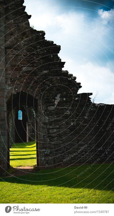 alte Geschichten Theaterschauspiel Kultur Umwelt Natur Landschaft Wolken Schönes Wetter Burg oder Schloss Ruine Tor Bauwerk Architektur Mauer Wand Tür