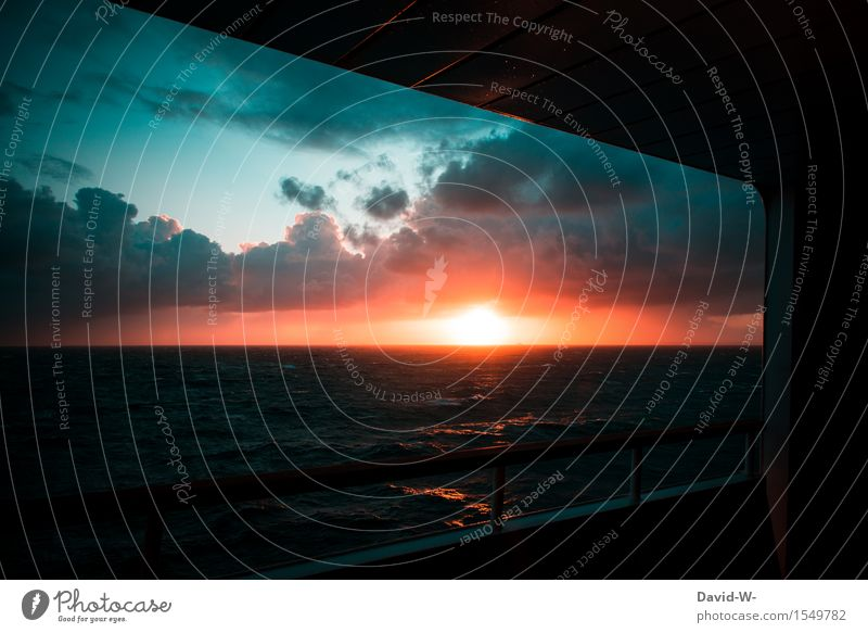 Sonnenuntergang an Bord harmonisch Wohlgefühl ruhig Ferien & Urlaub & Reisen Tourismus Ausflug Abenteuer Ferne Freiheit Kreuzfahrt Sommerurlaub Meer Wellen