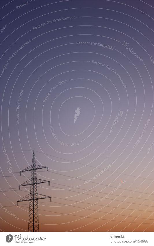 Energie Strommast Elektrizität Leitung Hochspannungsleitung Himmel Sonnenuntergang orange blau Abenddämmerung Elektrisches Gerät Technik & Technologie Kraft