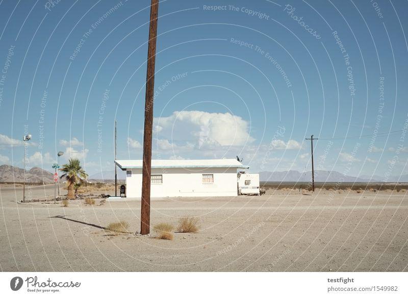 irgendwo zwischen paris und texas Himmel Natur alt Pflanze blau Sonne Landschaft Haus Berge u. Gebirge Umwelt Wärme Gefühle Sand gehen Horizont Luft