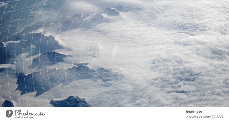 Übergang Wolken Meer Schatten Licht über den Wolken unterwegs fliegen Ferien & Urlaub & Reisen Reisefotografie Vorfreude Erwartung Lücke Himmel Berge u. Gebirge