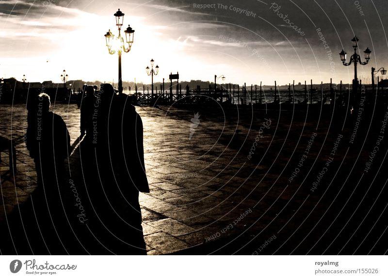 Schattenseite Sonne Lampe Küste Italien Laterne historisch Verkehrswege Flussufer Venedig