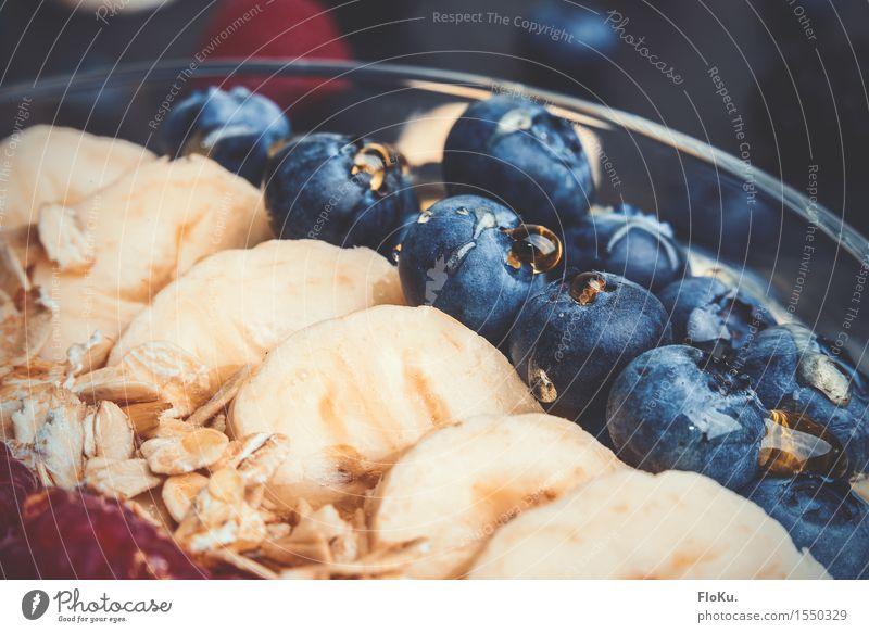 Müsli, Früchte und Honig Lebensmittel Frucht Getreide Ernährung Frühstück frisch lecker süß blau gelb Fitness Blaubeeren Banane Haferflocken Glas