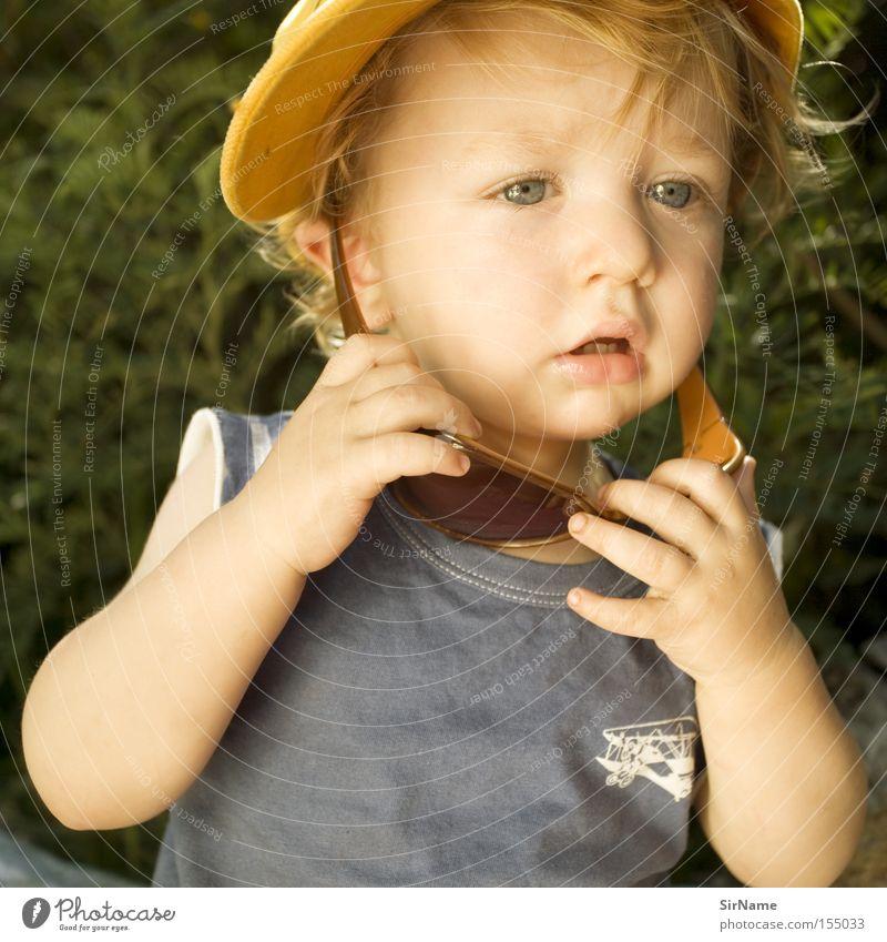 56 [golden boy] Kind Junge Freizeit & Hobby authentisch Bildung Hut Konzentration Kleinkind Sonnenbrille Wissen Brille forschen staunen intensiv abrupt