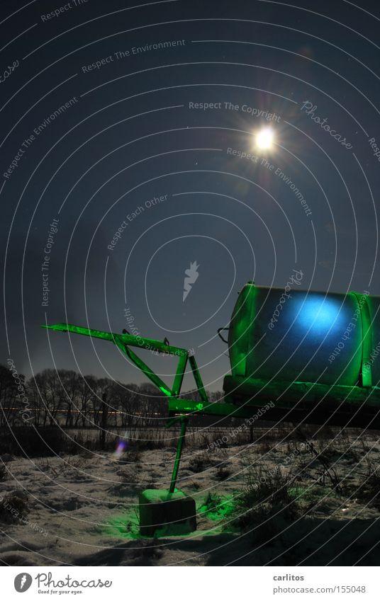 noch ein Kessel Buntes Nacht dunkel Licht grün blau Langzeitbelichtung Landwirtschaft Radioaktivität Strahlung Lichtmalerei Farbe Stern (Symbol) Bauerndisko