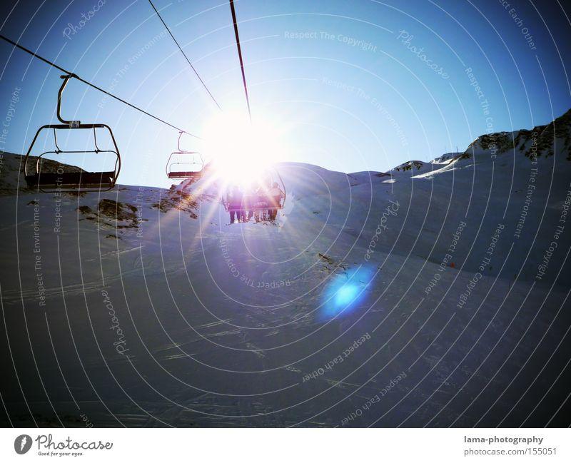 Into the light Skilift Sesselbahn Skipiste Winterurlaub Ferien & Urlaub & Reisen Schnee Sonne Gegenlicht Berge u. Gebirge Tiefschnee Wintersport sonnenlos